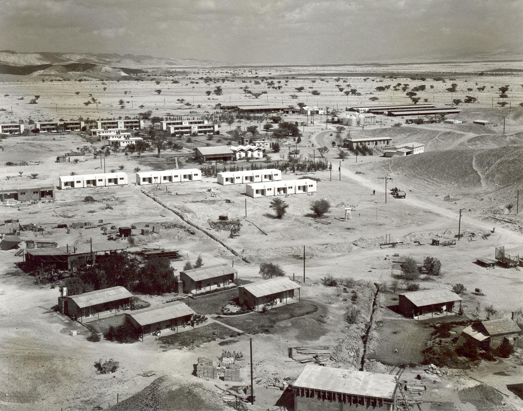 מבט מגבעת ההאחזות , 1964